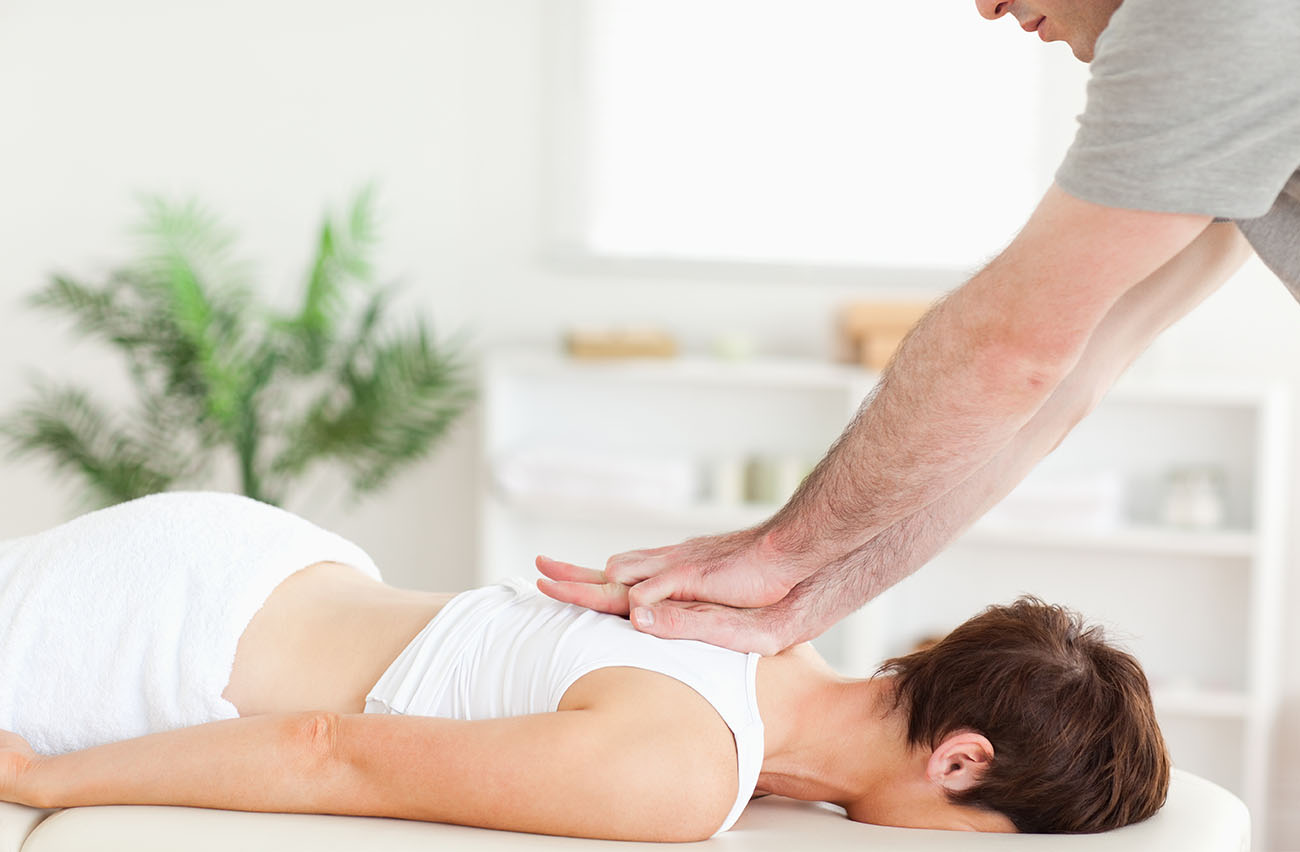 Woman getting chiropractic care from her chiropractor in Tacoma.